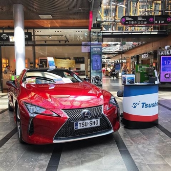 @tsushoauto: TsushoAUTOn POP UP vielä tänään Isossa Omennassa ✨  Tule osallistumaan arvontaan tai muuten vaan moikkaamaan!  #isoomena#lexus#lexuslc500h#lexuslc#clublexus#lexushybrid#hybrid#hybridcar#v6#tsushoauto#ttnordic#premiumselection#luxurycar#supercar#dreamcar