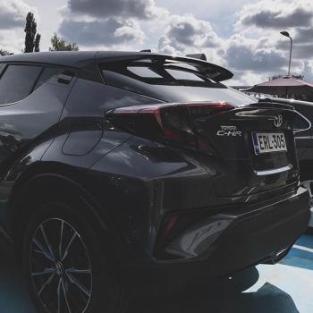 @toyotakaivoksela: Toyota C-HR yhdistää crossoverin voimakkaan olemuksen virtaviivaiseen coupé-tyyliin.  #toyota#toyotachr#toyotasuomi#carsoffinland#chrhybrid#chr#toyotacluboffinland#toyotakaivoksela#ttnordic