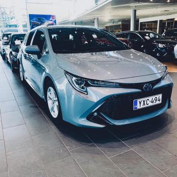Nyt saapunut erä vähän ajettuja Toyota Corolla Touring Sports 1.8 Hybrid (vm. 2020) -vaihtoautoja varastoon.  28 900 € t...