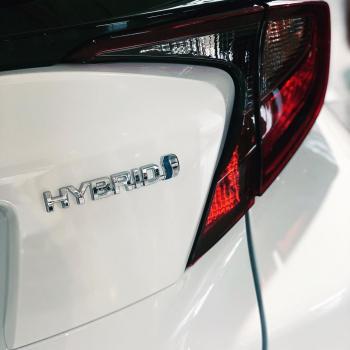 Yli 15 miljoonaa myytyä Toyota hybridiautoa.  Kerro kokemuksesi hybrideistä ja ajatko sinäkin jo hybridivoimalla?🌱  #to...